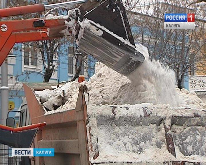 Калужан просят непарковать авто наулице Тульской из-за уборки снега