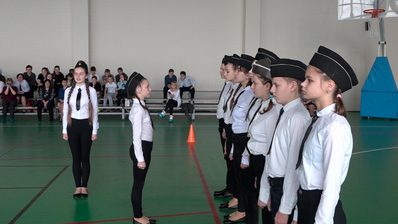 Поисковой отряд школьников «Звезда» из Медыни стал лучшим на смотре строя и песни