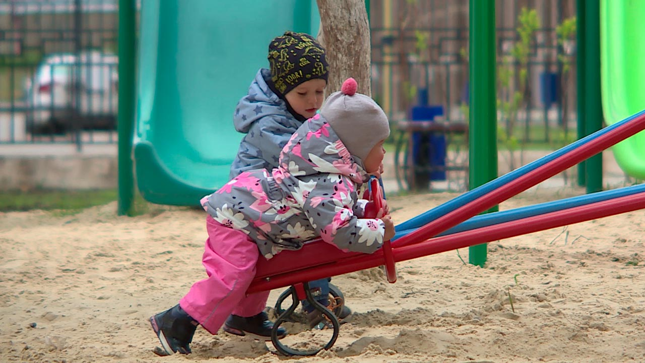 Недобросовестный подрядчик не смог построить детскую площадку в Дзержинском районе