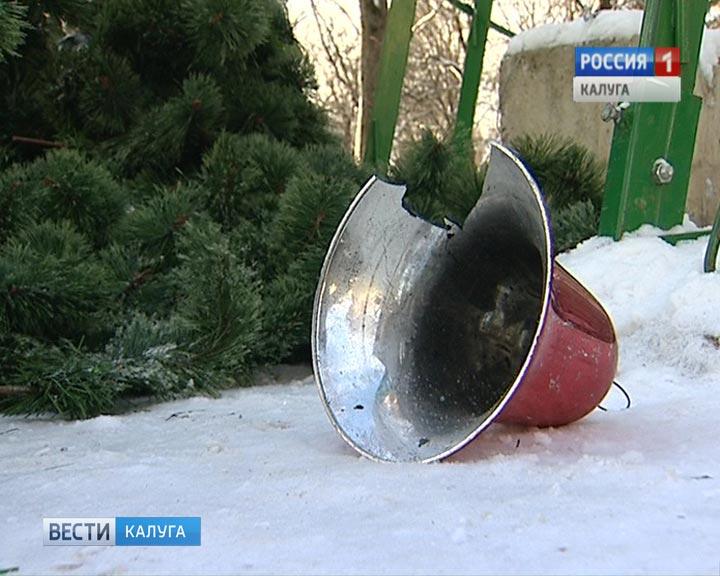 Сулиц столицы начали убирать новогодние елки