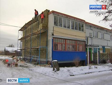 В Козельске 25 многоквартирных дома капитально отремонтируют до конца года